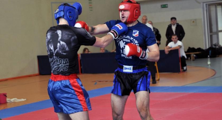 Sporty walki, Kickbokserzy całej Polski walczą Kartuzach tytuły mistrzów - zdjęcie, fotografia