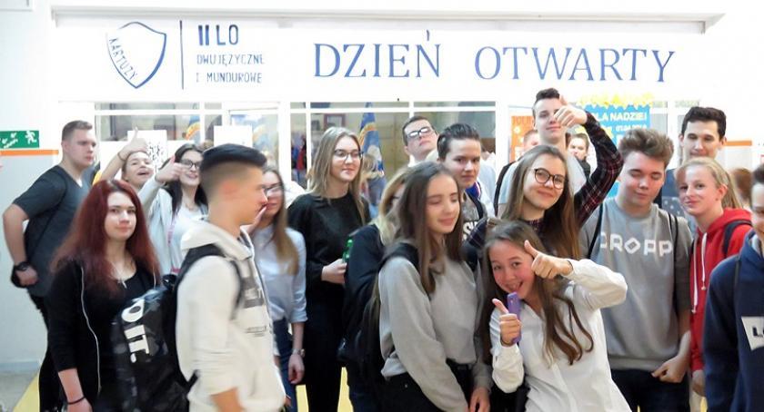 Szkoły średnie, Kartuzy Tłumy Dniach Otwartych - zdjęcie, fotografia