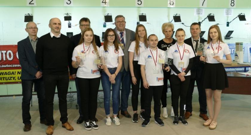 Strzelectwo, medali zawodników Dziesiątki Pucharze Kaszub strzelectwie sportowym - zdjęcie, fotografia