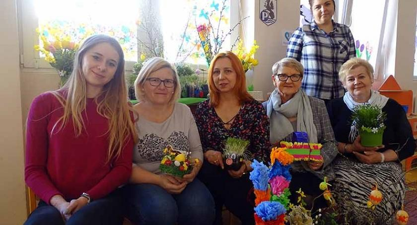 Styl życia, Wielkanoc świątecznym stołem zastawionym specjałami lanym poniedziałkiem - zdjęcie, fotografia