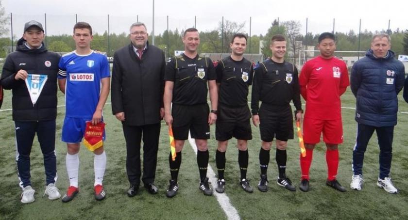 Piłka nożna, Chińscy piłkarze zmierzyli drużyną Cartusii Kartuzy - zdjęcie, fotografia