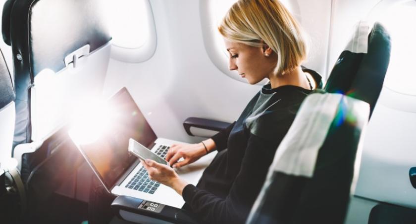 Artykuł sponsorowany, zabrać podróż samolotem - zdjęcie, fotografia