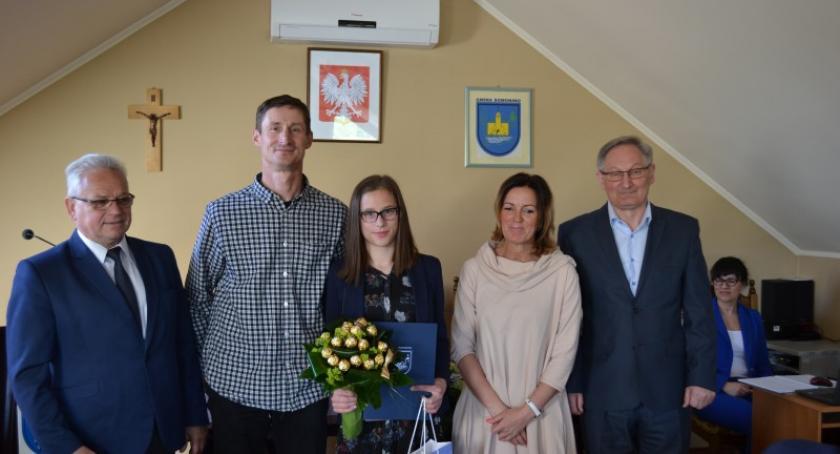 Stypendia, Julia Gruchała otrzymała stypendium wójta gminy Somonino - zdjęcie, fotografia