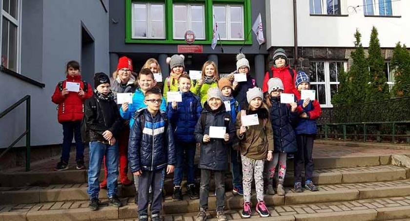 Szkoły podstawowe, Żukowo Uczniowie wzięli udział akcji Wielka Polski - zdjęcie, fotografia