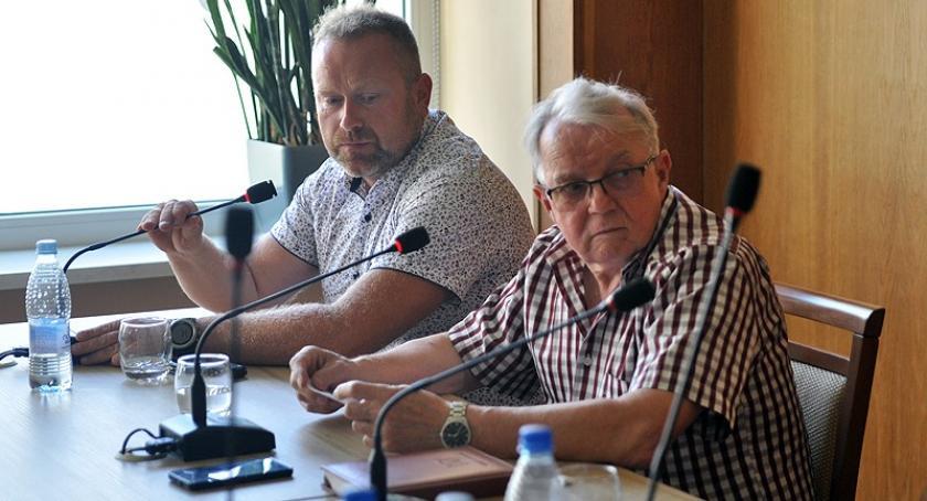 Wieści z samorządów, Kartuzy Kuriozalna sytuacja posiedzeniu komisji gospodarczej - zdjęcie, fotografia