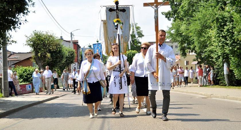 Religia, Setki wiernych procesji Bożego Ciała Kartuzach - zdjęcie, fotografia