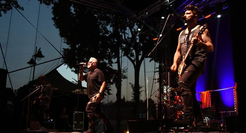 Kaszubszczyzna, Rockowe zakończenie Jarmarku Kaszubskiego świetny koncert grupy - zdjęcie, fotografia