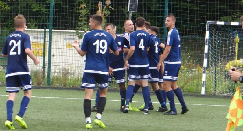 Piłka nożna, Zwycięstwo Cartusii Kartuzy początek rozgrywek - zdjęcie, fotografia