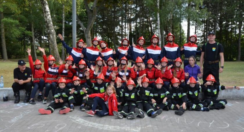 Straż pożarna, Uczą pożarnictwa dyscypliny młodzież gminy Sulęczyno obozie strażackim - zdjęcie, fotografia