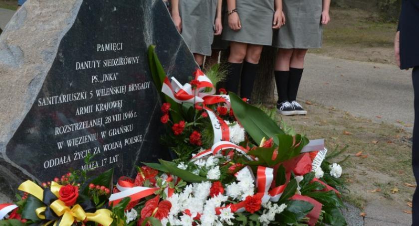 Uroczystości patriotyczne, Kartuzy Upamiętniono Danutę Siedzikównę - zdjęcie, fotografia