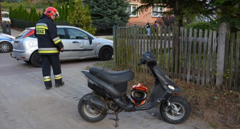 Wypadki, Kiełpino letni motorowerzysta ranny nieudanym wyprzedzaniu forda - zdjęcie, fotografia