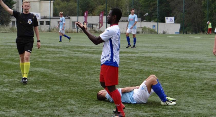 Piłka nożna, Przegrana Cartusii Gryfem Słupsk - zdjęcie, fotografia