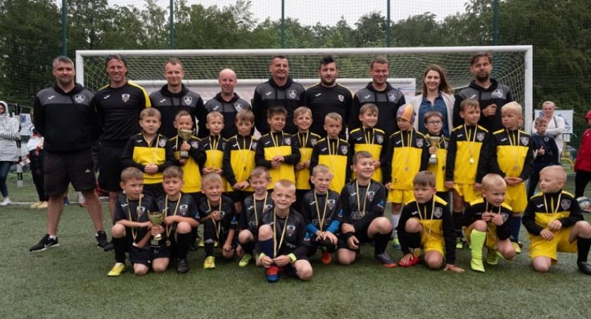 Piłka nożna, Jedynka Kartuzy rozpoczyna współpracę Akademią Lechii Gdańsk - zdjęcie, fotografia