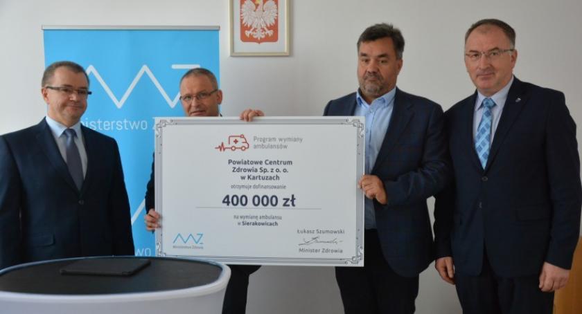Zdrowie, Sierakowice otrzymają nową karetkę Umowa dotację zakup podpisana - zdjęcie, fotografia