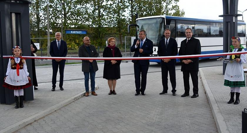 Inwestycje, Kartuzy Dworzec autobusowy uroczyście otwarty - zdjęcie, fotografia