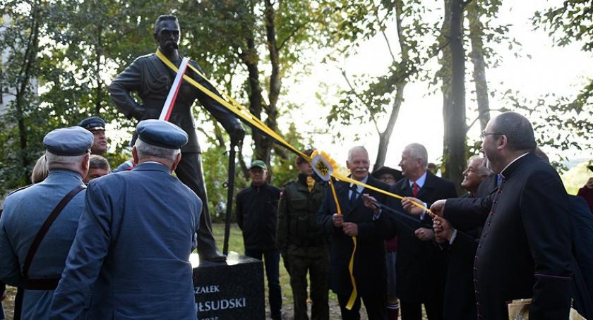 Uroczystości patriotyczne, Kartuzy Pomnik marszałka Piłsudskiego uroczyście odsłonięty - zdjęcie, fotografia