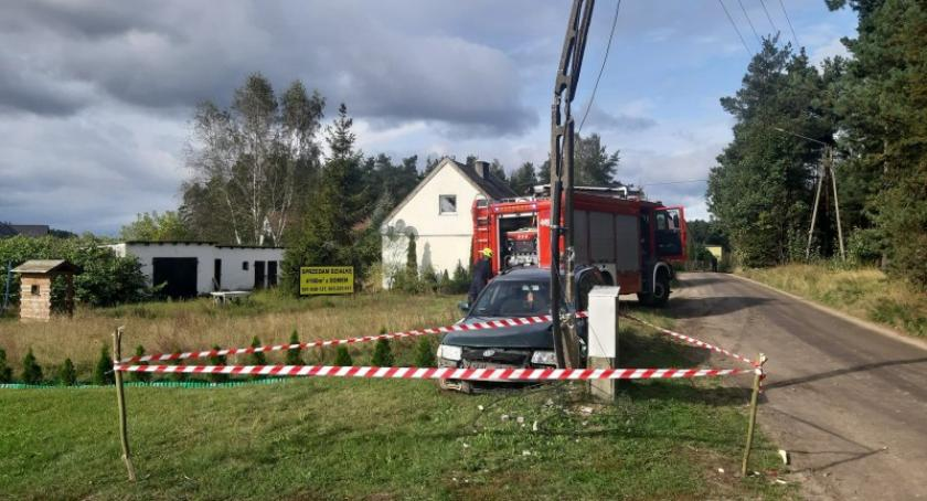 Wypadki, Mezowo Uderzył słup energetyczny Miał prawie promile - zdjęcie, fotografia