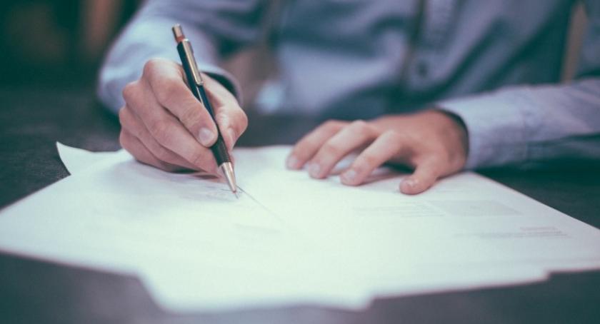 Prawo, Kiedy umowę uznać można niewiążącą - zdjęcie, fotografia