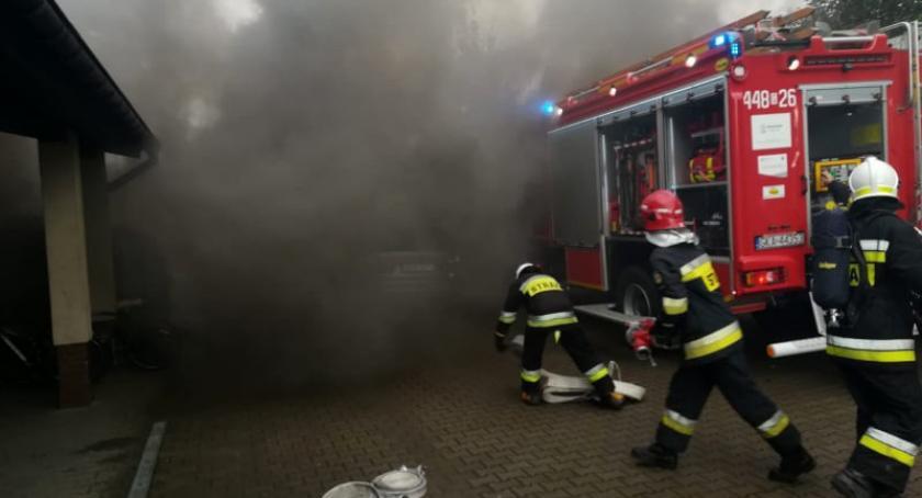Straż pożarna, Pożar szkolnej toalecie ewakuacja Szkole Podstawowej Staniszewie - zdjęcie, fotografia