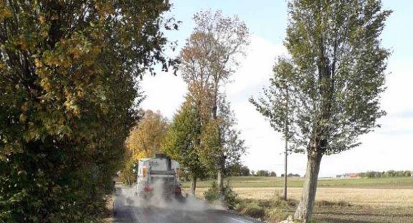 Inwestycje, Gmina Żukowo dróg otrzyma dywaniki asfaltowe - zdjęcie, fotografia