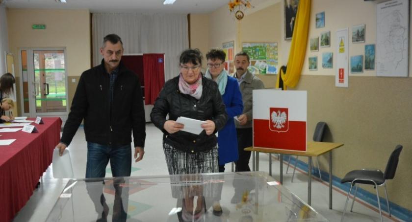 Wybory, Sprawdź głosów otrzymali poszczególni kandydaci Kartuskiem - zdjęcie, fotografia
