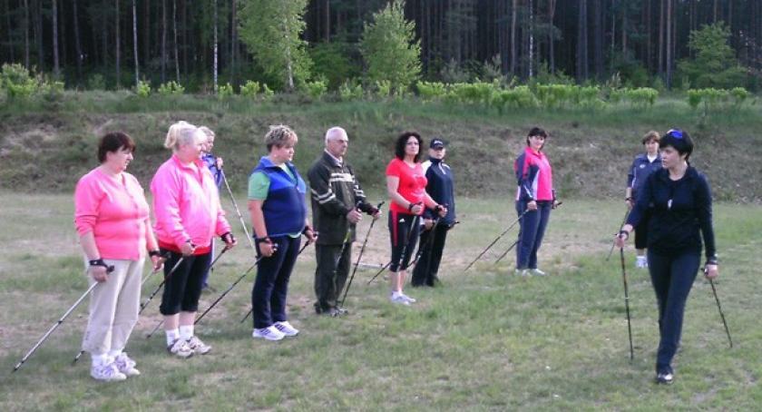 Nordic walking, Sulmin Maszerują kijkami - zdjęcie, fotografia