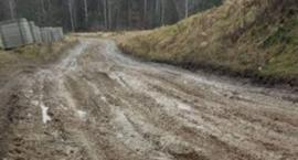 Kistowo. W błocie i po dziurach - mieszkańcy walczą o naprawę drogi
