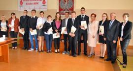 51 najlepszych uczniów uhonorowanych stypendiami starosty