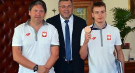 Burmistrz Kartuz pogratulował sukcesu Jakubowi Skierce