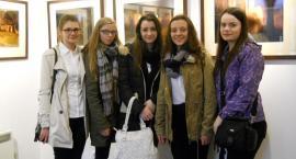 Młodzież podziwiała fotografie prezentujące Oliwę po zmroku