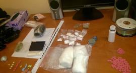 Kartuzy. Worek z kilogramem narkotyków ukryty w ziemi