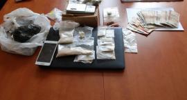 24-latek w rękach policji. Miał w domu amfetaminę, marihuanę, extasy