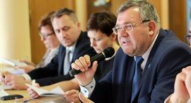 Burmistrz Kartuz tłumaczy odwołanie swojego zastępcy. Radni: