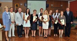 Kartuzy. Nauczyciele uzyskali awanse zawodowe i odebrali gratulacje
