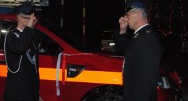 Sierakowice. Świąteczne spotkanie strażaków z przekazaniem nowego samochodu w tle