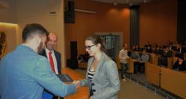 Kartuzy. Sukces Oliwii Armatowskiej w wojewódzkim konkursie o prawie pracy