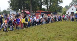 Ponad 500 osób pobiegło brzegami Raduni