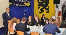 Młodzież stanęła do pojedynku na słowa - turniej debat w ZSP w Somoninie