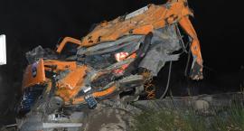 Szklana. Ciężarowy mercedes rozbił się na drzewie - nie żyje 37-latek