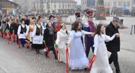 Polonez na Rynku w Kartuzach - maturzyści zatańczyli po raz dziesiąty