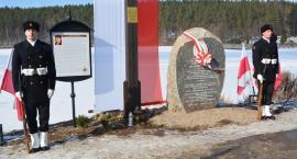 Gołubie. Nad Jeziorem Dąbrowskim stanął obelisk upamiętniający Józefa Dambka
