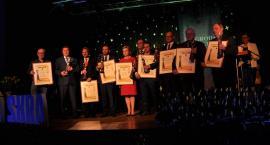 Nagrody Kartesko Skra w rękach lareatów