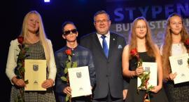 65 najlepszych z najlepszych ze stypendiami Burmistrza Kartuz