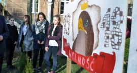Młodzież z I LO poprzez sztukę o 100-leciu niepodległości