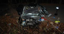 Reskowo-Lipowiec. Audi rozbiło się na drzewie - nie żyje 20-latek