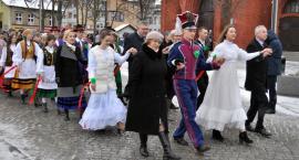 Maturzyści odtańczyli poloneza na Rynku w Kartuzach