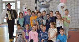 Wielkanocne spotkanie dzieci z zajączkiem w Somoninie i Kiełpinie