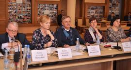 Radni chcą wiedzieć więcej. Burmistrz musi uzupełnić raport o stanie gminy