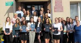 Uczniowie i studenci z przodkowskiej gminy otrzymali stypendia motywacyjne