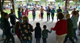 Rodzinna zabawa na pikniku integracyjnym w Mirachowie